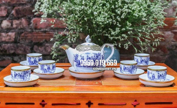 Sự sang trọng của ấm pha trà bọc đồng