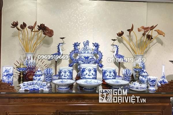 Ý nghĩa của bát hương Bát Tràng trên bàn thờ của người Việt