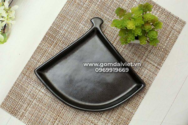 Bát đĩa bát tràng Đĩa tam giác men đen hỏa biến