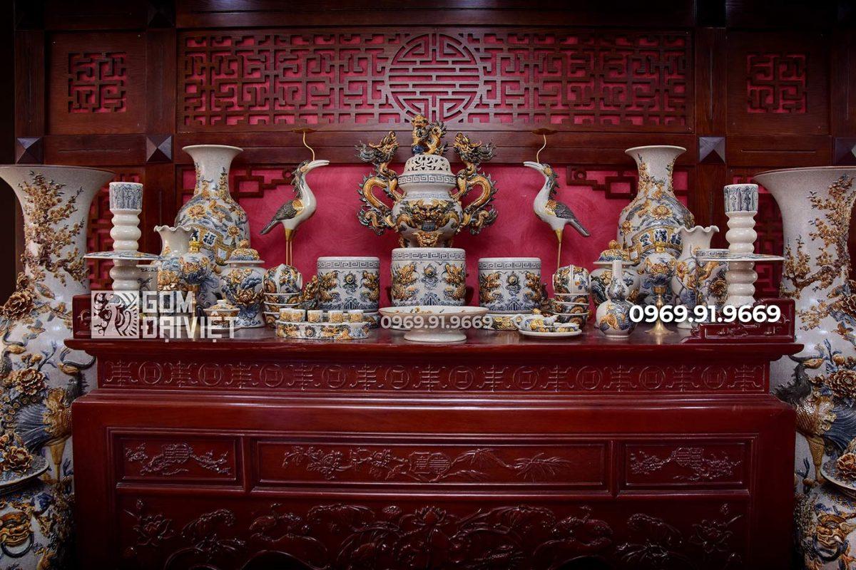 Bộ đồ thờ cúng gia tiên Bát Tràng bằng gốm sứ đắp nổi