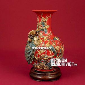 Bình gốm sứ Bát Tràng phong thủy tỏi chim công đắp nổi màu đỏ