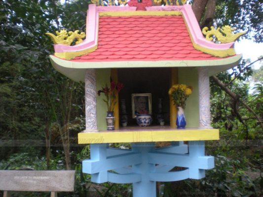 Bàn thờ thiên thờ tiền chủ ngôi nhà
