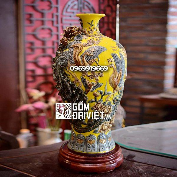 Bình gốm phong thủy mai bình chim công đắp nổi màu vàng