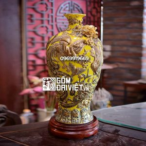 Bình gốm phong thủy mai bình chim công vẽ vàng màu vàng