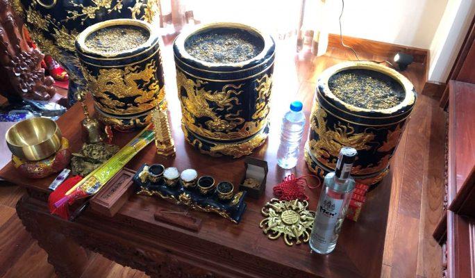 Bát hương sau khi được lấp đầy cốt và tro nếp