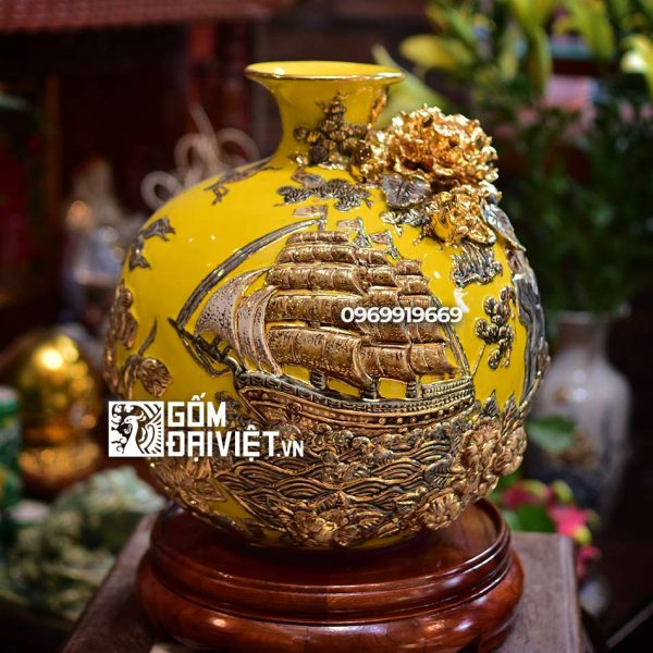 Bình hút tài lộc thuận buồm xuôi gió màu vàng vẽ vàng đắp nổi 30cm