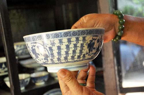 """Cách phân biệt đồ gốm sứ cổ bằng tạp chất do """"lỗi dò"""" bám trên đồ sành sứ"""