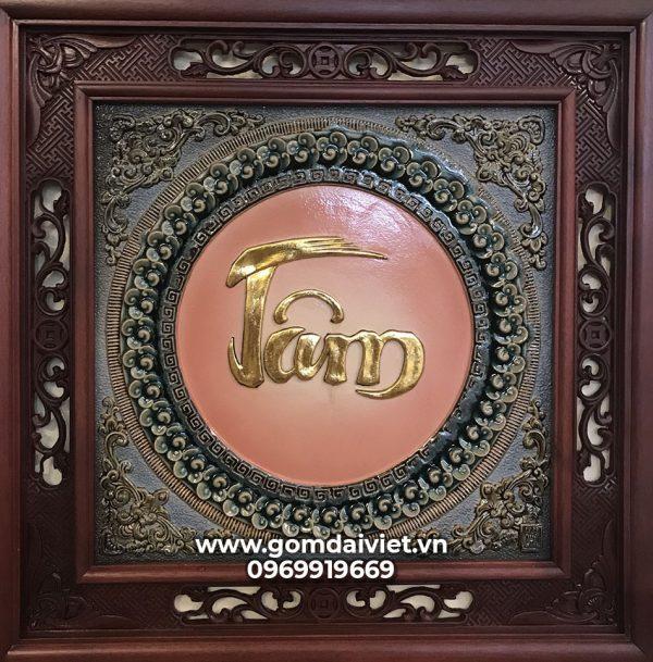 Tranh gốm đắp nổi chữ Tâm dát vàng 24K khung gỗ gụ 50x50cm