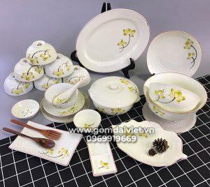 Bộ đồ ăn trắng vẽ hoa sen vàng cao cấp Bát Tràng