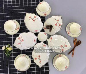 Set Bát đĩa Bát Tràng lá dâu xếp cánh hoa kèm bát vẽ đào đỏ