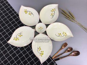 Set bát đĩa Lá Xoài vẽ hoa sen vàng Bát Tràng