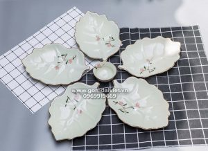 Set đồ ăn 5 đĩa lá sâu men kem vẽ hoa đào hồng xếp cánh hoa