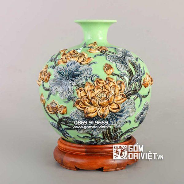 Bình gốm hút tài lộc đắp nổi hoa sen xanh cốm 30cm
