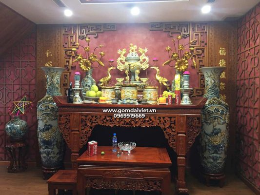 Lễ cúng chuyển bàn thờ sang vị trí khác trong nhà