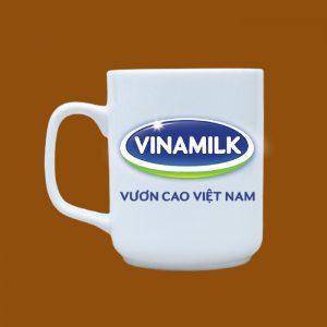 Ly sứ quà tặng Bát Tràng trắng in hình logo VinaMilk