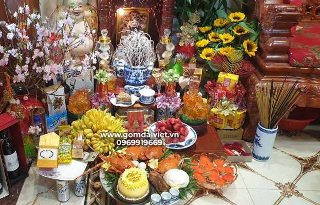 Trên bàn thờ Thần Tài cần chuẩn bị các vật phẩm gì?
